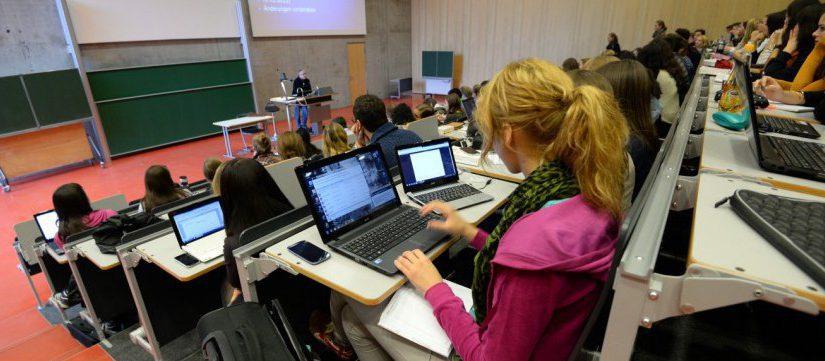 STIFT SCHLÄGT LAPTOP — карандаш победил ноутбук